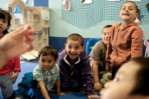 Děti zažívají radost z úspěchu. Některé z nich poprvé.